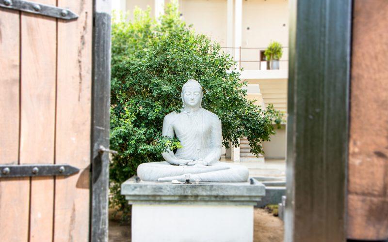 Buddha-statue-entrance